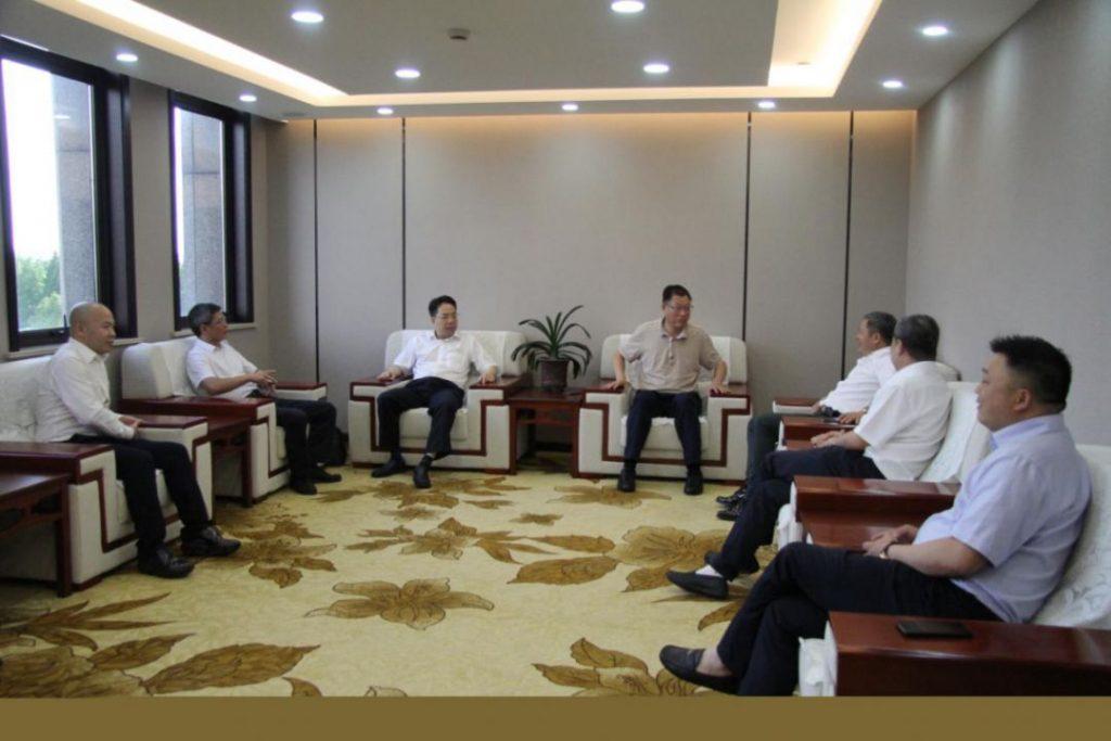 座谈会开始之前,连小敏主席、王小荣部长观看了上海市丽水商会宣传视频