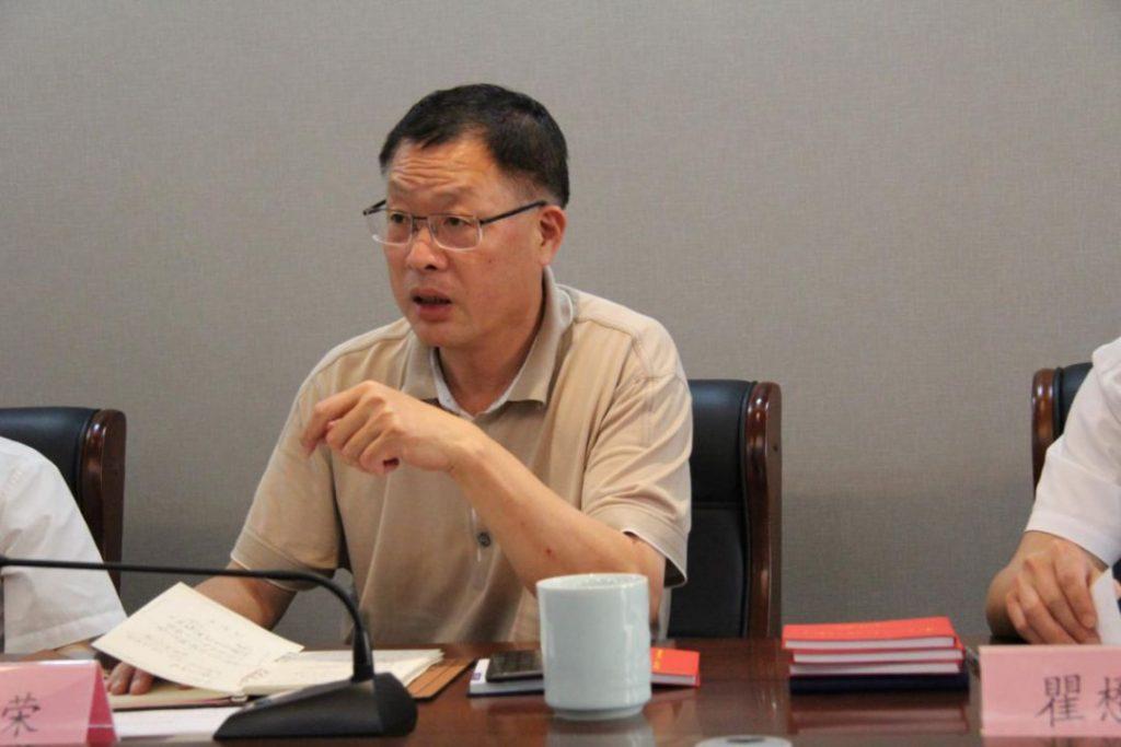 王小荣部长主持座谈会并讲话