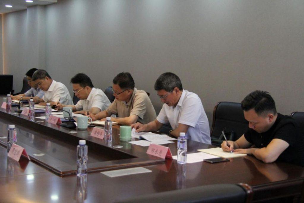 蔡大者会长汇报了商会工作。其他参会人员座谈发言